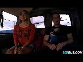gulliana alexis solo tiene 18 años para filmar su primer porno 1.2