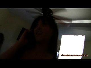 pov vuelta danza mientras ella está en el teléfono