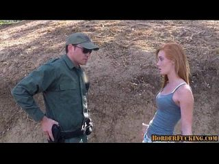 caliente pelirroja adolescente follada por la patrulla fronteriza 1 1