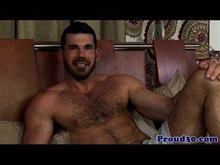 gay peludo maduro entrevistado y jodido