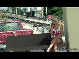 hermosa rubia adolescente folla en coche con extraño