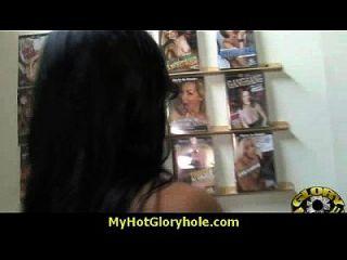 gloryhole con una desagradable chica blanca salvaje interracial 10