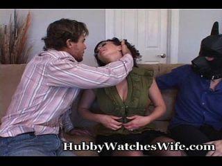 amy pone en la demostración para el marido mientras follando otro