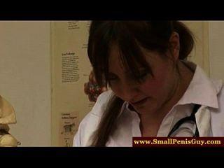 enfermeras femdom examinar su pequeña polla