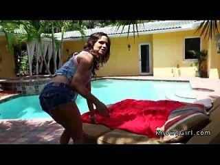 hermosa novia fucking bf en piscina al aire libre pov