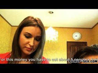 peluquero akasha cullen culo follado por dinero