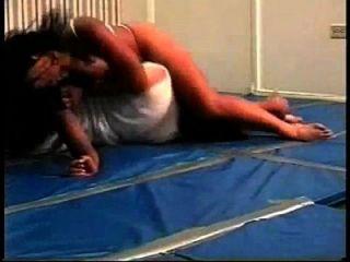 agradable lucha combinada con bodyscissors
