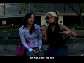 desesperada adolescente desnuda en público y folla a pagar el alquiler 2