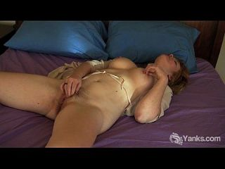 Joan aficionado tetona tocando su coño