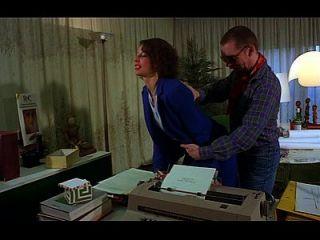 una secretaria obtener su boca llena de polla y el culo jodido