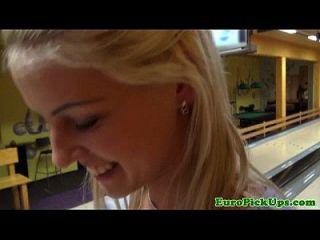 blonde euro amateur muestra cuerpo por dinero en efectivo