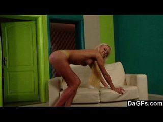 ver sexy ivana desnudarse y follarse por ti