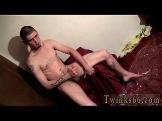 hombres desnudos nolan le encanta empaparse