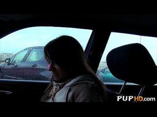 chica caliente folla en el coche por dinero 2
