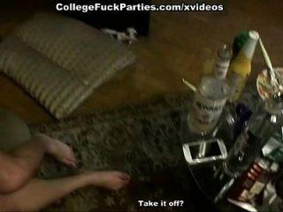 estudiante sexo fiesta película con juguetes profundos y pollas golpeando