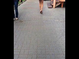 falda y piernas