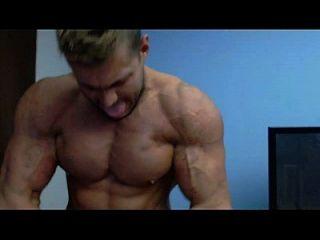 verdadero culto a uno mismo, pecs, abs, bíceps y gallo muscular
