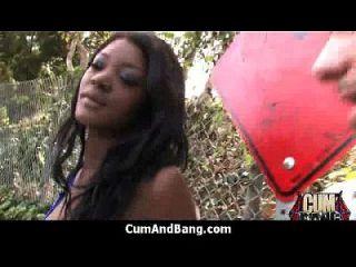 chica negra chupa muchos gallos blancos en el grupo campesino 8