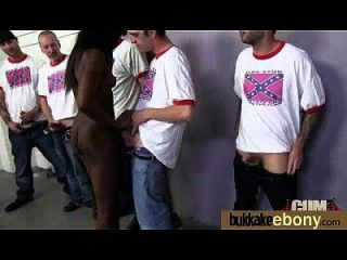 ebony nena chupa grupo de chicos blancos 4