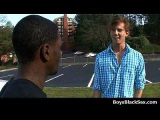 los twinks blancos sexy golpearon a mis hombres gay negro 15