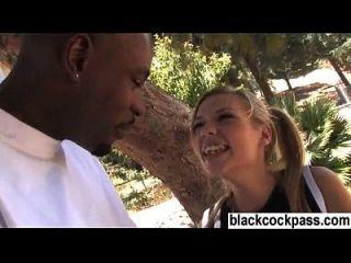 chica blanca reunión de un stud negro que quiere follar