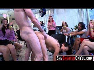 37 estas mujeres engañan con strippers 61