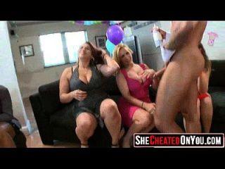 51 wow! follando milfs en la fiesta stripper 13