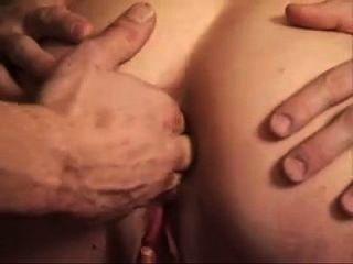 joven hardcore adolescente follada en su culo y coño