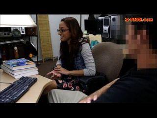 estudiante universitario peones su coño y follada en el backroom