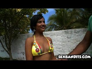 01 culo grande latina folla en la playa 01