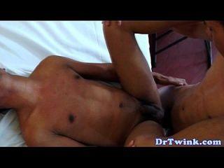 gay asiático cums médico después de culo fucking