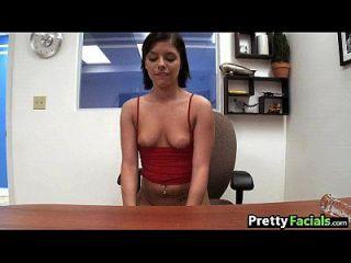 morena sexy obtiene un diem facial moore 1 2.1