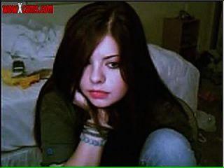 tira adolescente en la webcam