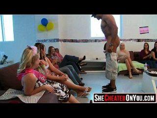 50 strippers se sopla en la fiesta de sexo cfnm 53