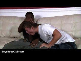 los twinks atractivos blancos consiguen golpeados por los gays negros musculares 19