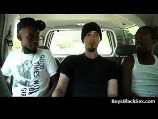 jóvenes blancos jodidos por los tipos negros 01