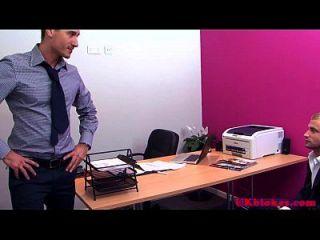 muscular británico gay oficina follar acción