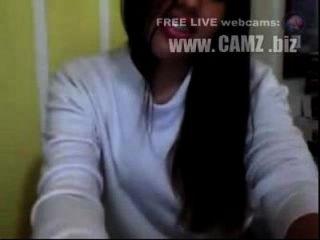 nena colombiana muestra el pezon y la cola por la cámara webcams