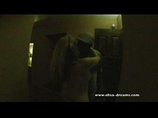 perra chupar mi amante negro en los pasillos del hotel