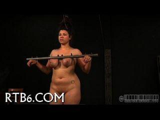 amordazado y limitado para castigo