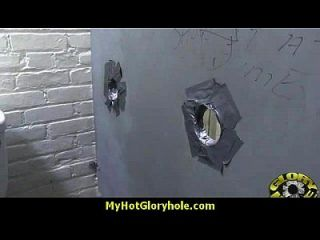 hottie chupa y jode gallo negro para cusmhot en gloryhole 15