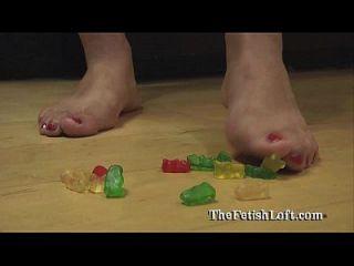 arizona gummy bear squishing aplastante fetiche