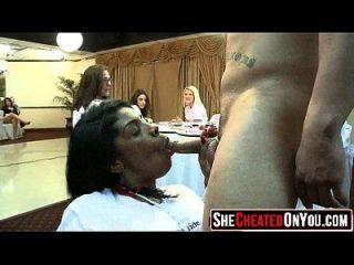 01 estas mujeres engañan con strippers 64