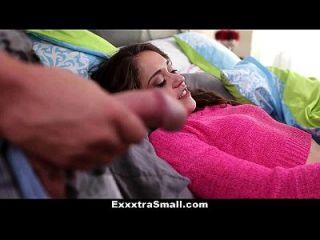 exxxtrasmall pequeña hermana paso se ve follada por el hermano mayor!