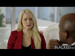 blacked business blonde anikka albrite culo follada por un bbc