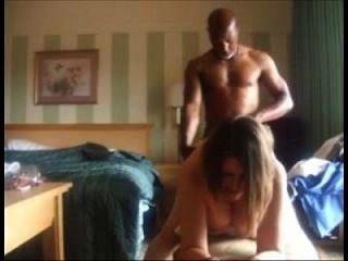 esposa cuckolding follada por un hombre negro