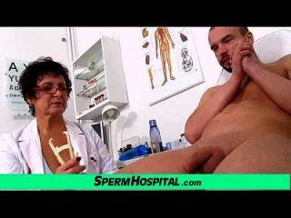 busty milf doctor greta sexy uniforme y wankjob