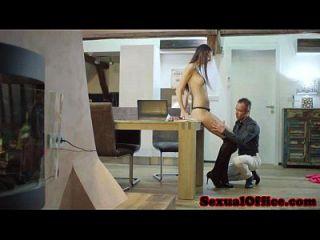 secretaria alta de la oficina que consigue follada