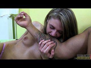 mordiendo el vídeo del fetiche de una dominatrix fina