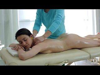 buen masaje se convierte en una acción hipnotizante con gabi adolescente lindo